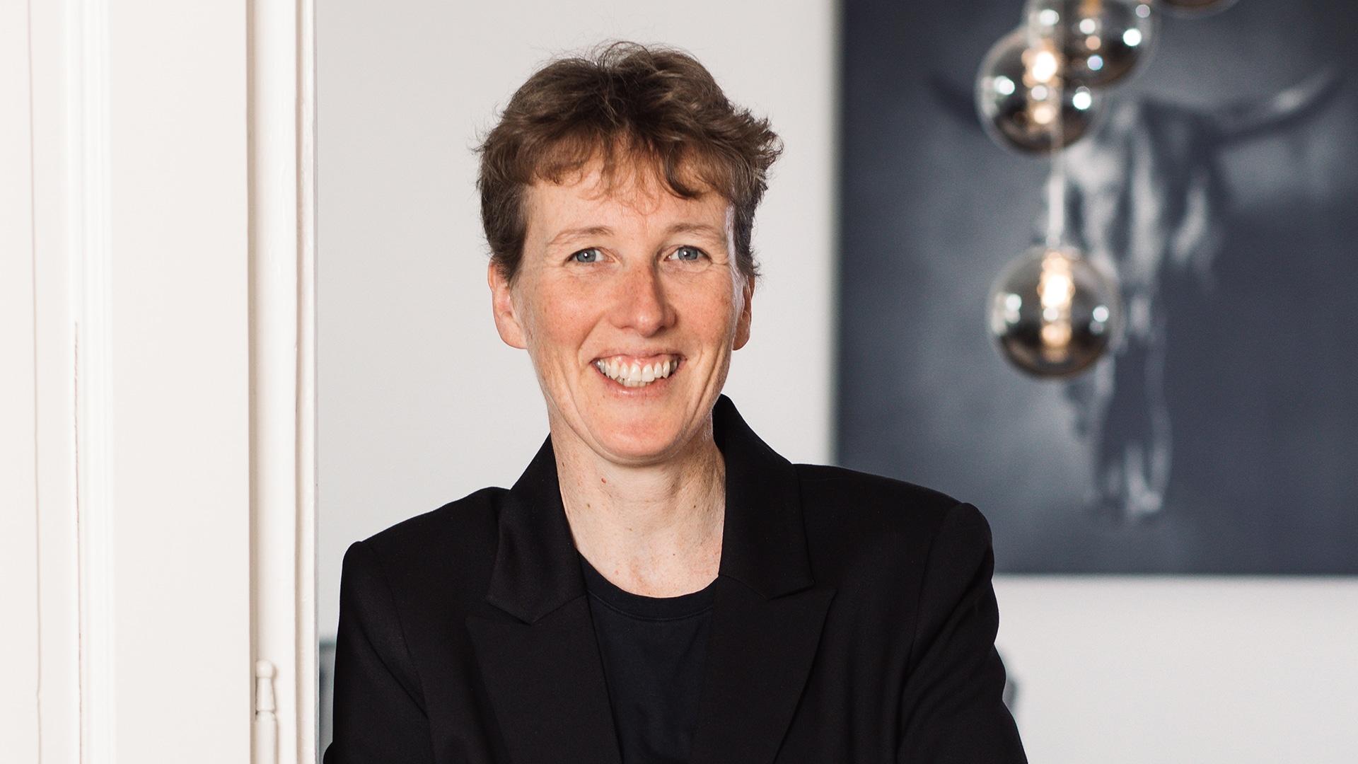 HELLO BEAUTY Marketing GmbH - Corine Pleunis de Vaal - Ich erstelle die Basis der Kampagnen und kann es nie erwarten die finalen Ergebnisse zu erfahren. Ich bin ein Teil davon und stolz darauf.