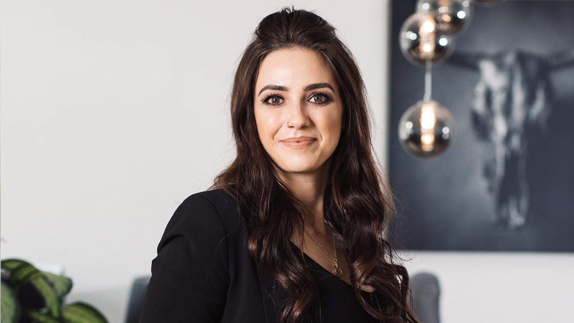 HELLO BEAUTY Marketing GmbH - Selina Tiller - Hello Beauty ist wie eine riesengroße Familie. Ich bin dankbar, ein Teil davon sein zu dürfen.