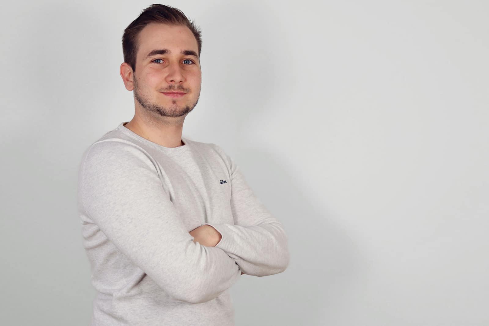 HELLO BEAUTY Marketing GmbH - Manuel Kuss - Ich arbeite neue apparative Behandlungen aus und bin geflasht wie viele Geräte mittlerweile zum Einsatz kommen bei unseren Kampagnen.