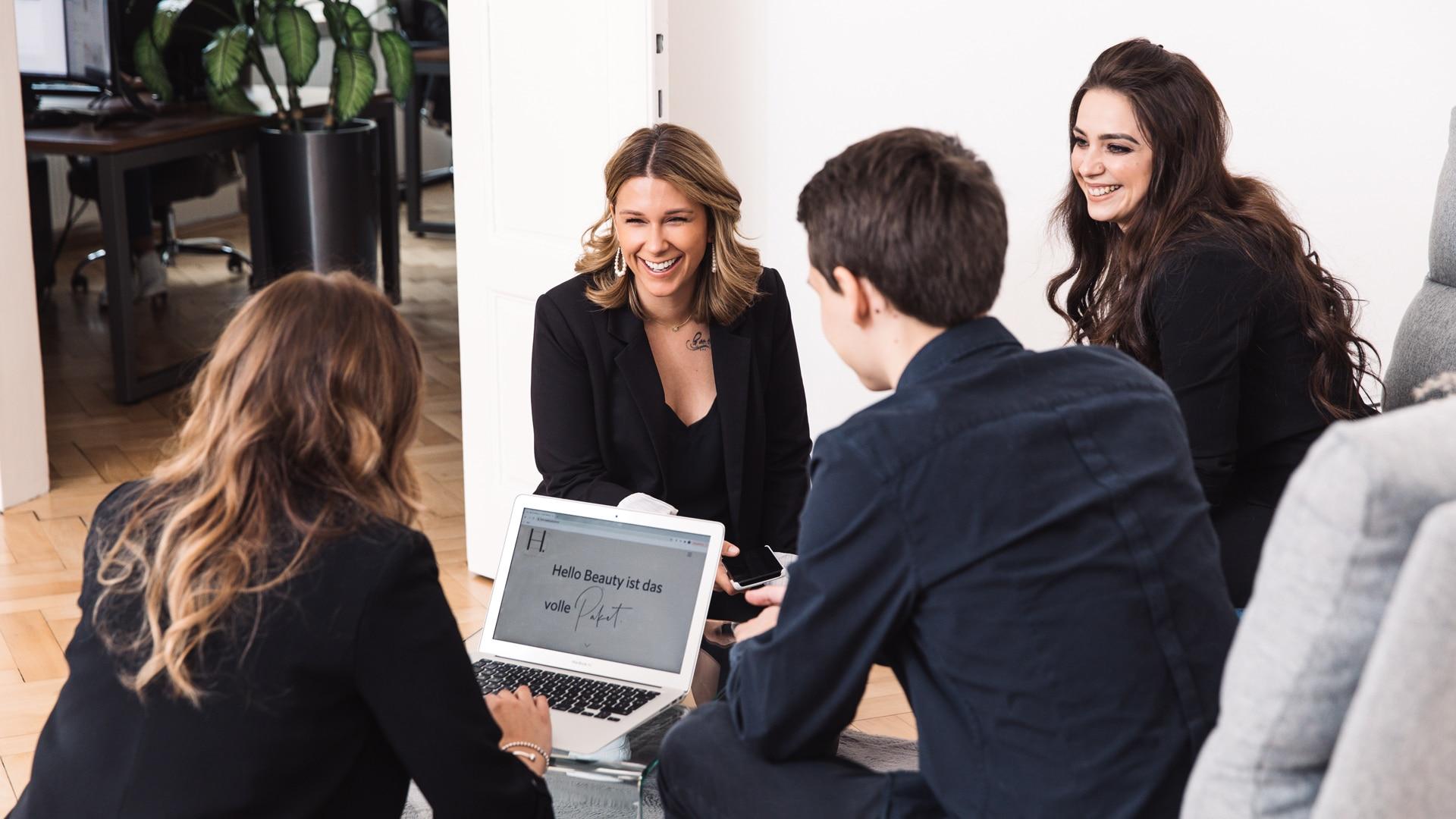 HELLO BEAUTY Marketing GmbH - Pakete -