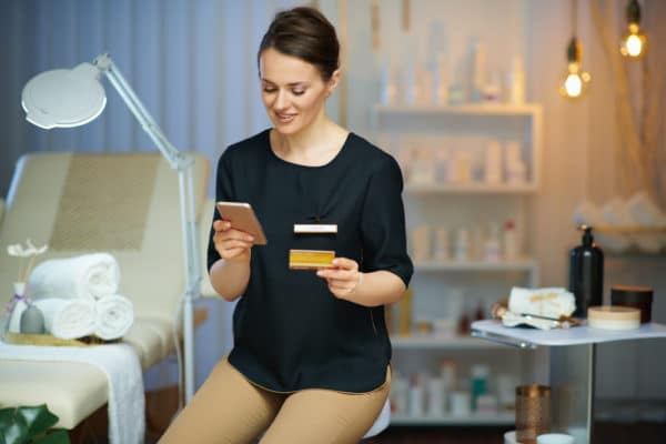 """HELLO BEAUTY Marketing GmbH - Schnell & einfach Kosmetik-Produkte Online verkaufen – auch ohne Online-Shop! - """"Wenn du keinen Onlineshop hast, bist du früher oder später aufgeschmissen."""""""
