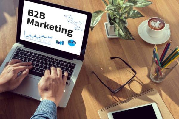 HELLO BEAUTY Marketing GmbH - Social Media Marketing für Kosmetikgeräte & Kosmetikprodukte: Wie Hersteller und Distributoren im B2B-Bereich vom Social Web profitieren - Du hast ein einzigartiges Produkt? Innovative Kosmetikgeräte und Kosmetikprodukte sind deine Leidenschaft? Hersteller und Distributoren in der Kosmetik-Branche werden stets von einem echten Innovationsgeist angetrieben und lieben das Zusammenspiel von Wirkweise und Technik. Aber wissen auch die Endkunden, was in deinem Produkt steckt? Wie viel Erfindergeist, Wissen und Hightech in deinen Kosmetikgeräten und Kosmetikprodukten steckt? Social Media Marketing bietet gerade im B2B-Bereich erfolgreiche Chancen, um unzählige Kosmetikstudios auf deine Produkte aufmerksam zu machen.